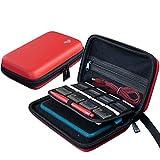 Funda de Transporte para Nintendo 2DS XL/3DS XL + lápiz Capacitivo Grande y Cable de Carga, 16 Soportes para Cartuchos, Color Rojo