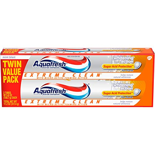 Aquafresh Extreme Clean, Whitening Action, Fluoride Toothpaste for Cavity Protection, Twinpack, 11.2 Ounce