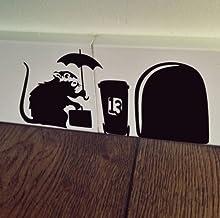 uksellingsuppliers ® Muisgat BANKSY RAT MET CASE Plinten Muur Art Sticker Vinyl Decal 19 cm x 7 cm