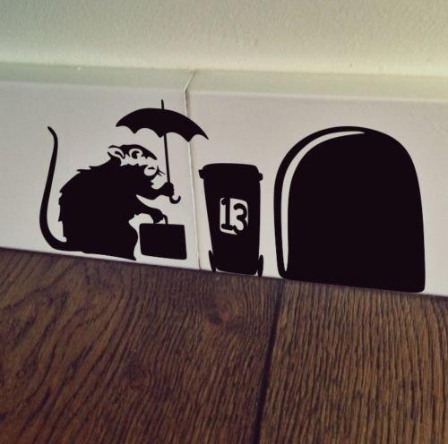 uksellingsuppliers ® Wandtattoo mit Mausloch, Banksy-Ratte mit Hülle, Sockelleiste, Wandkunst, Vinyl-Aufkleber, 19 x 7 cm