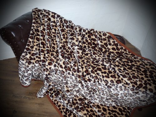 Natur-Fell-Shop XXL Kuscheldecke Tagesdecke Decke Leopard - Design 200x240cm