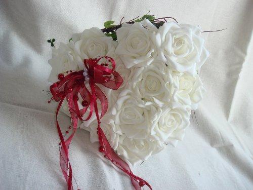 herzförmiger Brautstrauß creme weiss bordeaux BS0004