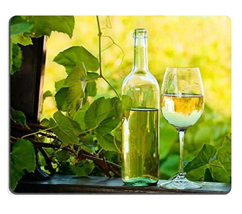 Mousepad Fles en Glas met Zoete Wijn in Wijngaard Afbeelding 37702726