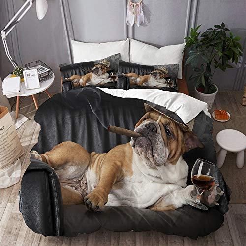 AIKIBELL Bettwäsche Set,Mikrofaser,Humorvolle englische Bulldogge, die in einem schwarzen Ledersessel mit Einer Zigarre und einem Glas Cognac ruht,1 Bettbezug 200x200 + 2 Kopfkissenbezug