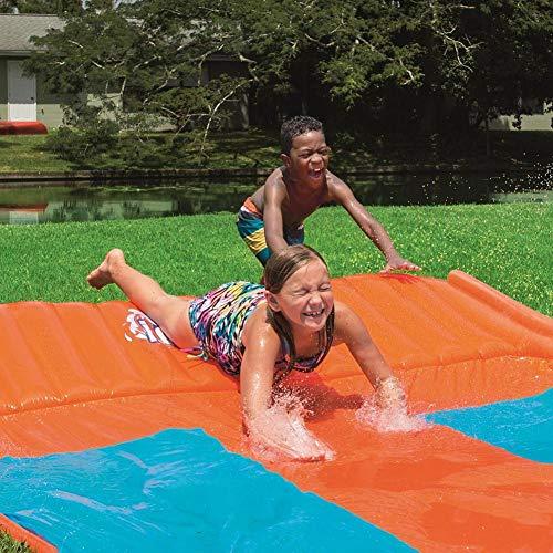xlcukx Tobogán acuático Triple Racer Lawn, Centro de juegos Slip Slide con rociador contra salpicaduras y almohadilla inflable para niños Juego de piscina de patio trasero de verano Juguete intensely