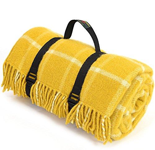 Große reine Wolle Picknickdecke mit wasserdichter Unterseite–Gelb kariert mit schwarzer Rückseite und Träger–Größe 145cm x 183cm