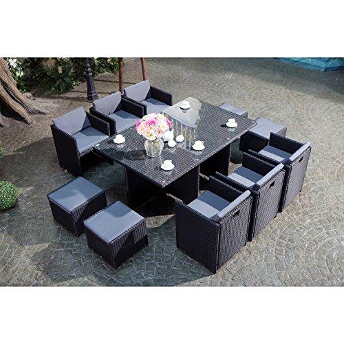 CONCEPT USINE - Salon De Jardin Miami 10 Personnes en Résine Tressée Noir Poly Rotin - 1 Table en Verre - 6 Fauteuils - 4 Poufs - Coussins Gris - Encastrable, Résistant, Imperméable