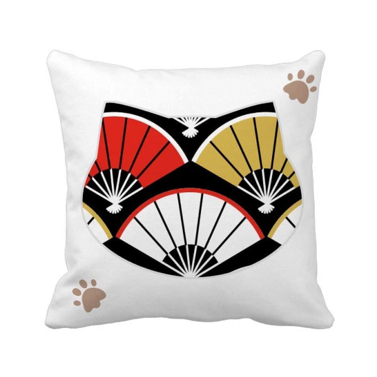 上昇映画三赤と黒の金色の扇子 枕カバーを放り投げる猫広場 50cm x 50cm