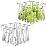 mDesign Juego de 2 cestas de metal – Versátil cesto de alambre multiusos para cocina o despensa – Organizadores de cocina compactos y universales con asas – plateado