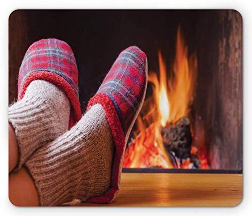 Kamin-Mauspad, entspannendes Heimfoto mit kuscheligen Socken und Hausschuhen Verschwommener Flammenhintergrund, Rechteck-Rechteck-Rutschgummi-Mauspad, mehrfarbig