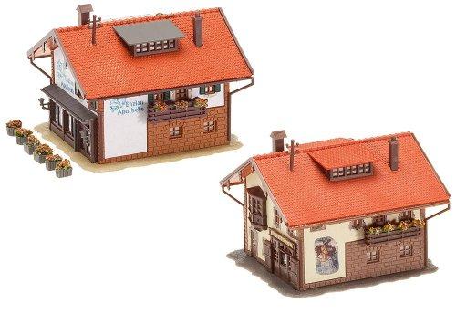 Modellini di treno fattoria ed edifici agricoli