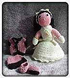 Peluche niña con traje de comunión y vestidito, de ganchillo-crochet. Confeccionada a mano con la té...