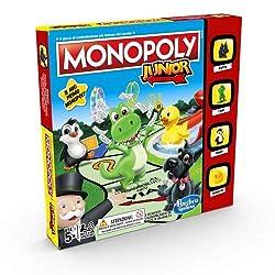 Un'ottima introduzione al gioco Monopoly dei grandi Il tabellone con Monopoly Town mostra una città a misura di bambino I bambini si divertiranno a contare e a collezionare i soldi del Monopoly per vincere I personaggi sono le pedine di Piccolo Scott...