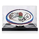 Exclusive Memorabilia Ballon de Rugby Anglais signé par Martin Johnson et Jonny Wilkinson. en vitrine