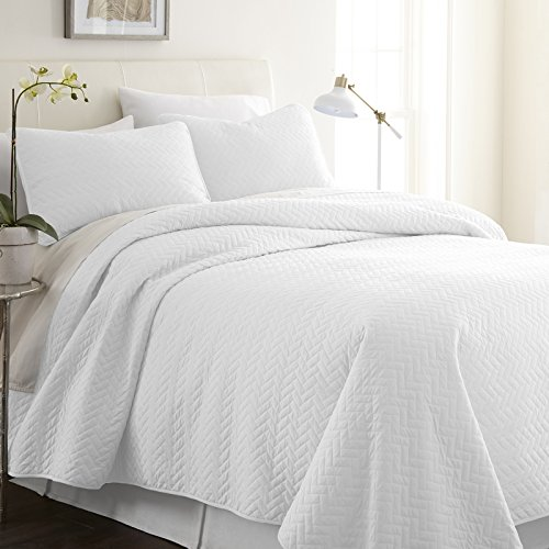 Simply Soft Quilted Coverlet Set Herring Patterned , King/California King, White