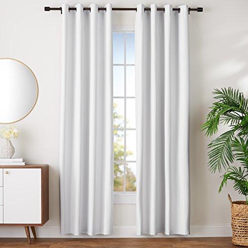 Amazon Basics - Juego de cortinas que no dejan pasar la luz, con ojales, 140 x 245 cm, Blanco