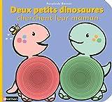Deux petits dinosaures cherchent leur maman