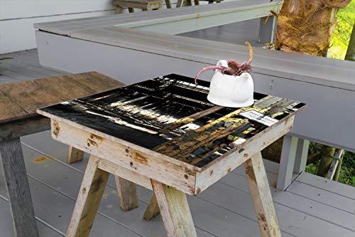 Wallario Aufkleber Selbstklebende Garten-Tisch-Decke - Verlassene alte Fabrik-Halle mit leuchtenden Sonnenstrahlen in 70 x 70 cm
