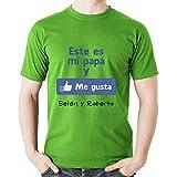 Calledelregalo Regalo para Padres por su cumpleaños, Navidad o el Día del Padre: Camiseta Personalizada Verde 'Me Gusta' con su Nombre y el de Sus Hijos en Varias Tallas