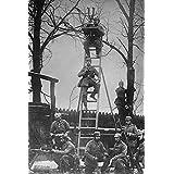 ドイツ国防総省 はしごの上の観測 フランス 第二次世界大戦中の双眼鏡 未知作 (18 x 24)