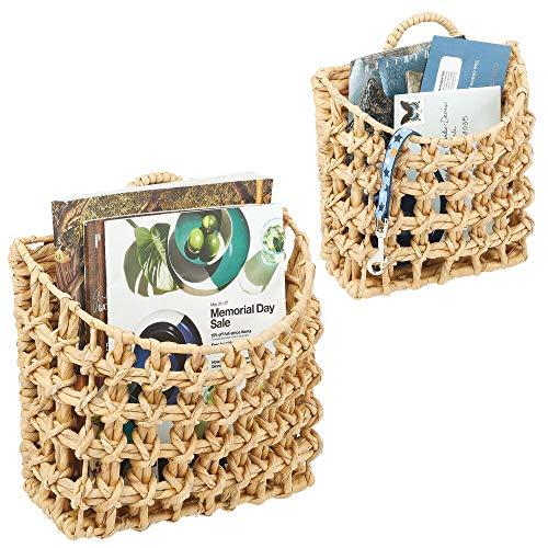 mDesign Juego de 2 cestos Decorativos – Bonito cesto Trenzado de Jacinto de Agua para Montaje en Pared – Cesta Tejida en tamaños pequeño y Grande para baño, Dormitorio y Oficina – Color Crudo