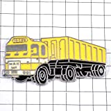 限定 レア ピンバッジ マン黄色い大型トラック車 ピンズ フランス 291635