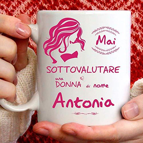 Taza Antonia divertida apta para desayuno, té, tisana, café o capuchino. Gadget taza personalizada: Nunca subestimar a una mujer de nomeAntonia. También como idea de regalo original y simpática
