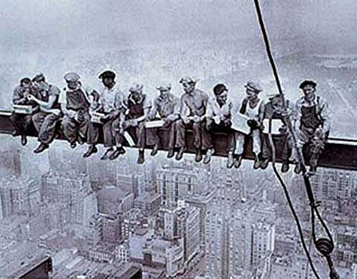New York Lunchtime Men On Girder Poster schwarz-Weiss Foto Rockefeller Building - Grösse 91,5x61 cm