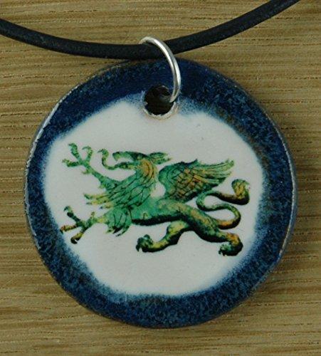 Echtes Kunsthandwerk: Toller Keramik Anhänger mit einem Drachen; Fabelwesen, Drache, Feuerspucken, Lindwurm, Held, Ritter, Drachentöter