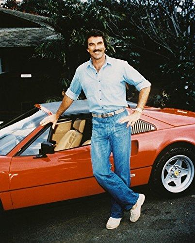 Erthstore - Fotografía de Tom Selleck Posando por Ferrari 308 Gts como Magnum P.I.