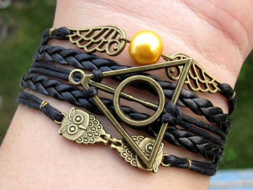 Brazalete único hecho a mano, para amantes de Harry Potter, con una snitch dorada, reliquias de la muerte, búhos, cuero trenzado negro