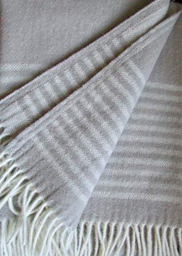 Wollplaid Caramel mit Streifen, Wolldecke Tagesdecke, 135x200cm 100prozent Lammwolle