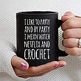 Mi piace guardare la festa Netflix Crochet 11 once tazza di caffè nero, tazza da tè in ceramica personalizzata tazza per bevande per il Ringraziamento, Natale, casa e ufficio, compleanno.