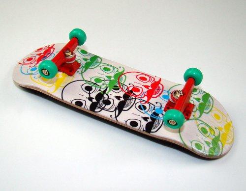 """KOMPLETT Fingerskateboard World-Creative #2 \""""Logo-Heads Deck + Achsen ROT + FINAL-Rotation PU Wheels GRÜN von FREEFINGERS® Handmade Wood Fingerboard"""