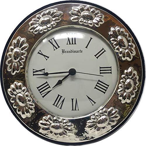 Tafelklok of wandklok van zilver, klok Ø 15 cm, rand 4 cm met madeliefjes, totale diameter 24 cm.