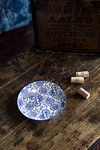 Vagabond Vintage, Set of Four Small Round Plates with Blue and White Decorations in Floral Pattern