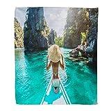 KENDIA Manta de Franela de Tiro Vista Posterior La Mujer Joven Sombrero de Paja Relajante en Barco y hacia adelante (80 * 60 Pulgadas)