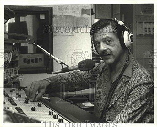 Vintage Photos 1980 Press Photo Christopher Albright Manager of WWNO Radio Station.