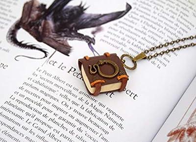 """Collier grimoire Wicca et sorcier""""serpent"""", mini livre serpent, pendentif magie, ésotérique, bijoux en fimo, création en polymerè lumineux, Phosphorescents"""