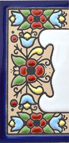 ART ESCUDELLERS Insegna con Numeri e Lettere Fatte di Piastrelle Ceramica dipinte a Mano con la Tecnica cuerda seca, Nomi indirizzi e segnaletica. Disegno Flores Mini 7,3 cm x 3,5 cm (MARGINE CENEFA)