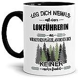 Tassendruck Berufe-Tasse Leg Dich Niemals mit Einer Lokführerin an - Geschenk-Idee/Büro/Job/Arbeit/Witzig/Lustig/Innen und Henkel Schwarz