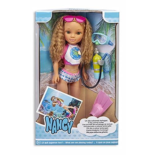 Oferta de Nancy, un día salvando Tortugas, muñeca de Pelo Rizado con Traje de baño y Accesorios de Buceo para niños y niñas a Partir de 3 años (Famosa 700016254)