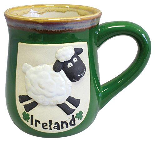 Grüner Keramikbecher mit lustigem irischem Schaf und IRELAND Schriftzug