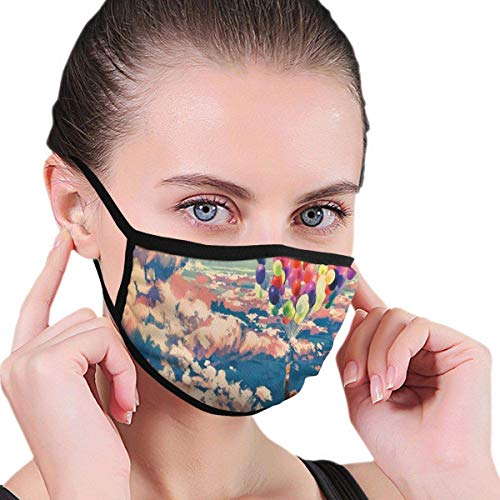 Mouth Face Cover Schal, Winddichte waschbare und Wiederverwendbare Gesichtsdekorationen im Freien - Mann fliegt mit bunten Luftballons im Himmel auf Wolken Wunder-Farbdruck