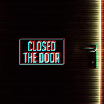 Closed the Door (feat. Sarah Tomlinson)