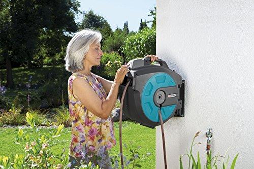 GARDENA Wand-Schlauchbox 35 roll-up automatic Li: Automatische Schlauchtrommel zur Wandmontage, Einzug über Akku per Tastendruck, 180 Grad schwenkbar, Schlauchlänge 35 m (8025-20) - 3