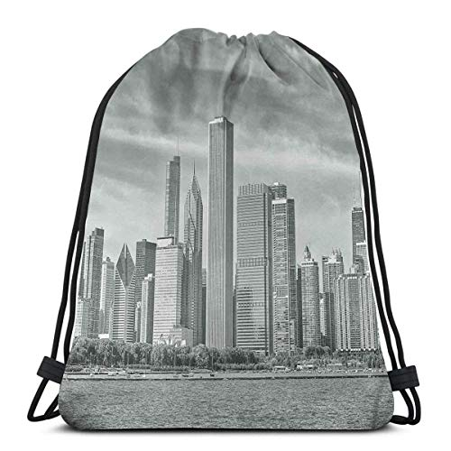 Schwarzweiss-gefiltertes Foto von Waterfront Cityscape an einem wolkigen Tag drucken, verstellbare Schnurverschluss gedruckt Drawstring Rucksäcke Taschen