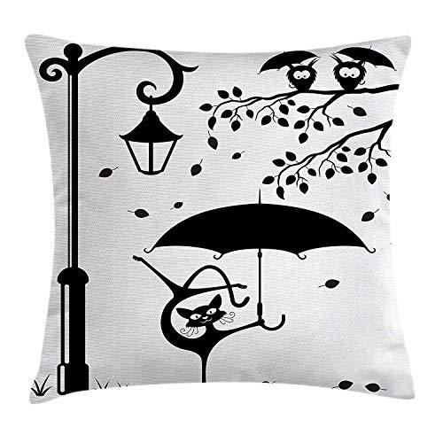 Meius - Funda de cojín, diseño de gato con paraguas que baila bajo farol de la calle en la ciudad, impresión de humor urbano, funda de almohada decorativa cuadrada, 45,7 x 45,7 cm, color negro y blanco