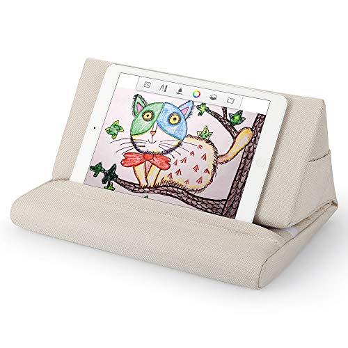 タブレット スタンド ピロー iPadホルダー枕、ブックスタンド枕 車内/ソファ/ベッドで使いやすく、多角的な角度、収納袋があり、サイズの異なるタブレット スマホ iPhone iPad 本に適しています (ベージュ)