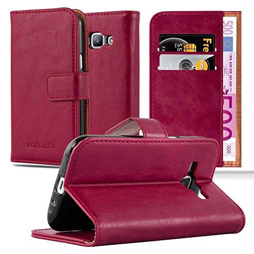 Cadorabo Funda Libro para Samsung Galaxy J1 2015 en Rojo Burdeos - Cubierta Proteccíon con Cierre Magnético, Tarjetero y Función de Suporte - Etui Case Cover Carcasa